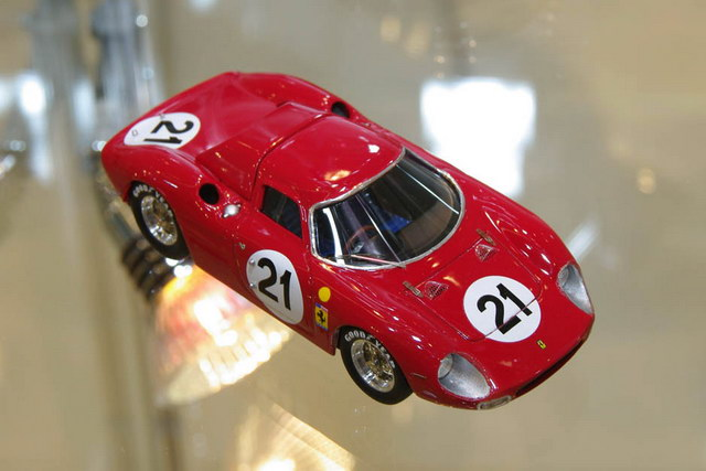 Hot Wheels Elite Ferrari 250LM Sieger 24h Le Mans 1965 in 1 zu 43_PH120201_0393