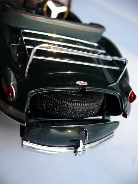 Modelcar Jaguar XK SS (1:18, AUTOart)