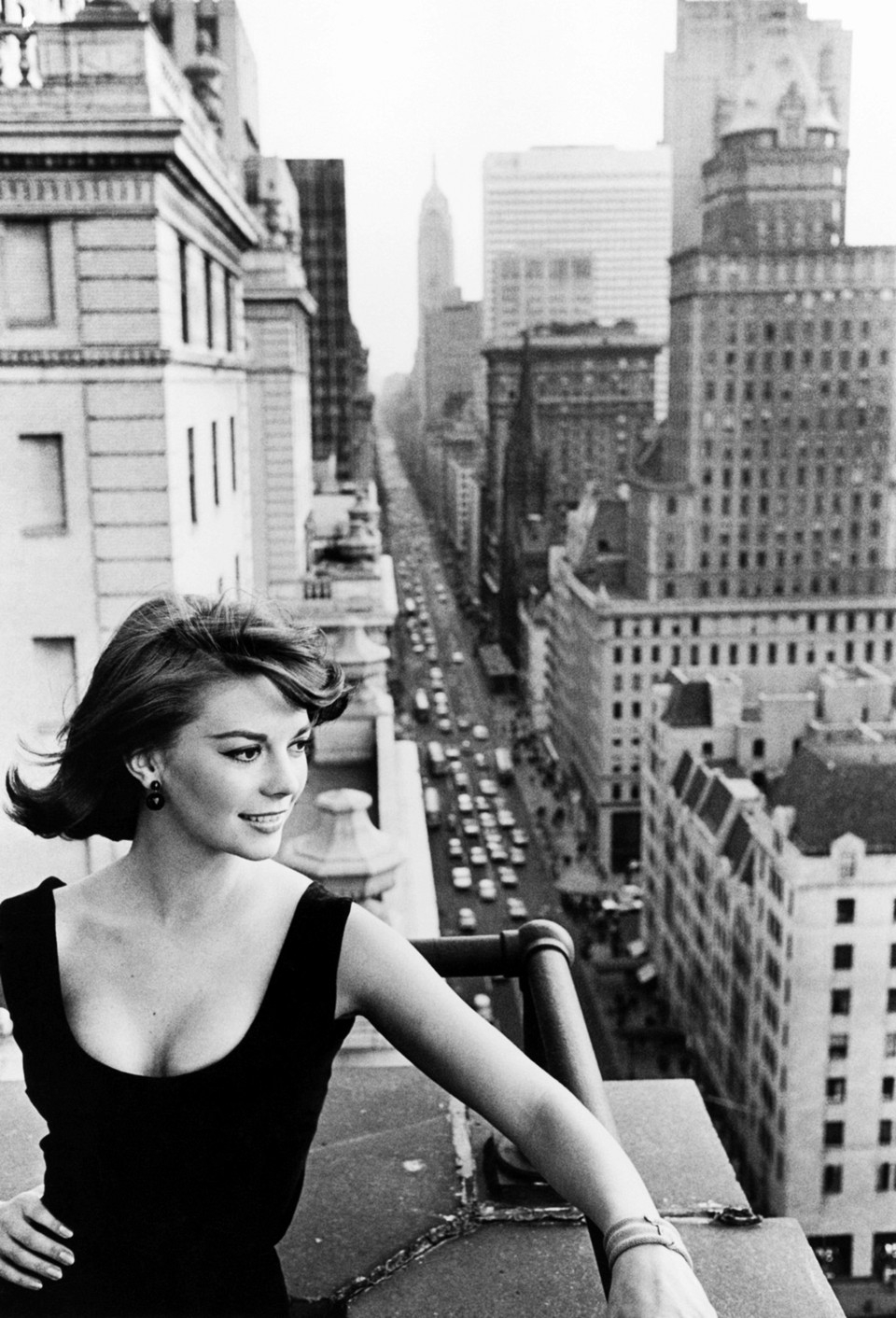Natalie Wood.. Fifth Avenue.. Savoy Plaza Hotel.. 1961